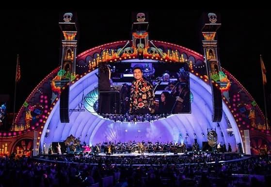 Coco viste el legendario Hollywood Bowl  poniéndo a México en alto