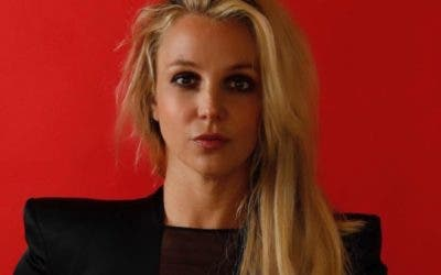 Britney se fractura un dedo bailando