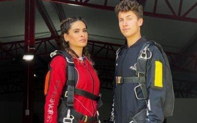 Galilea Montijo se desmaya tras saltar en paracaídas