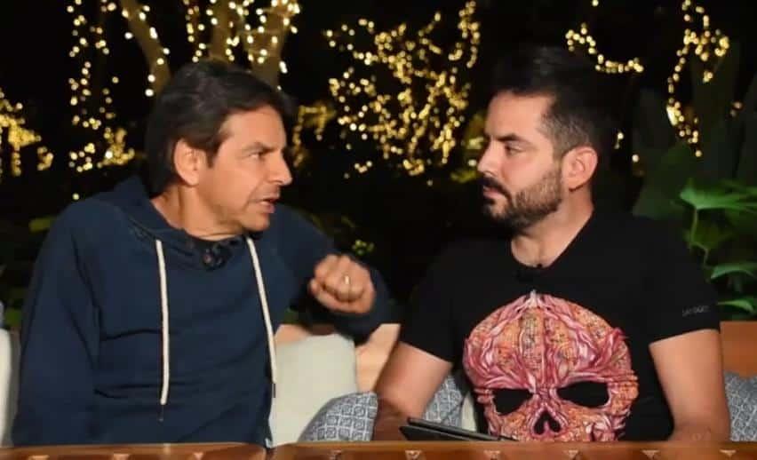 Foto captura de la entrevista de Eugenio Derbez junto a su hijo.
