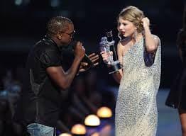 Taylor Swift y Kayne West en los premios MTV VMA 2009.