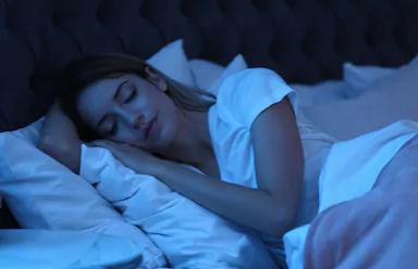 Duerme por lo menos seis horas diarias.