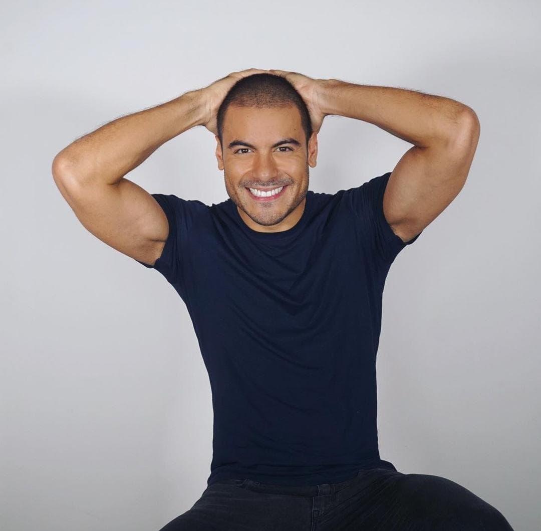 Sorprende Carlos Rivera con nuevo corte de cabello