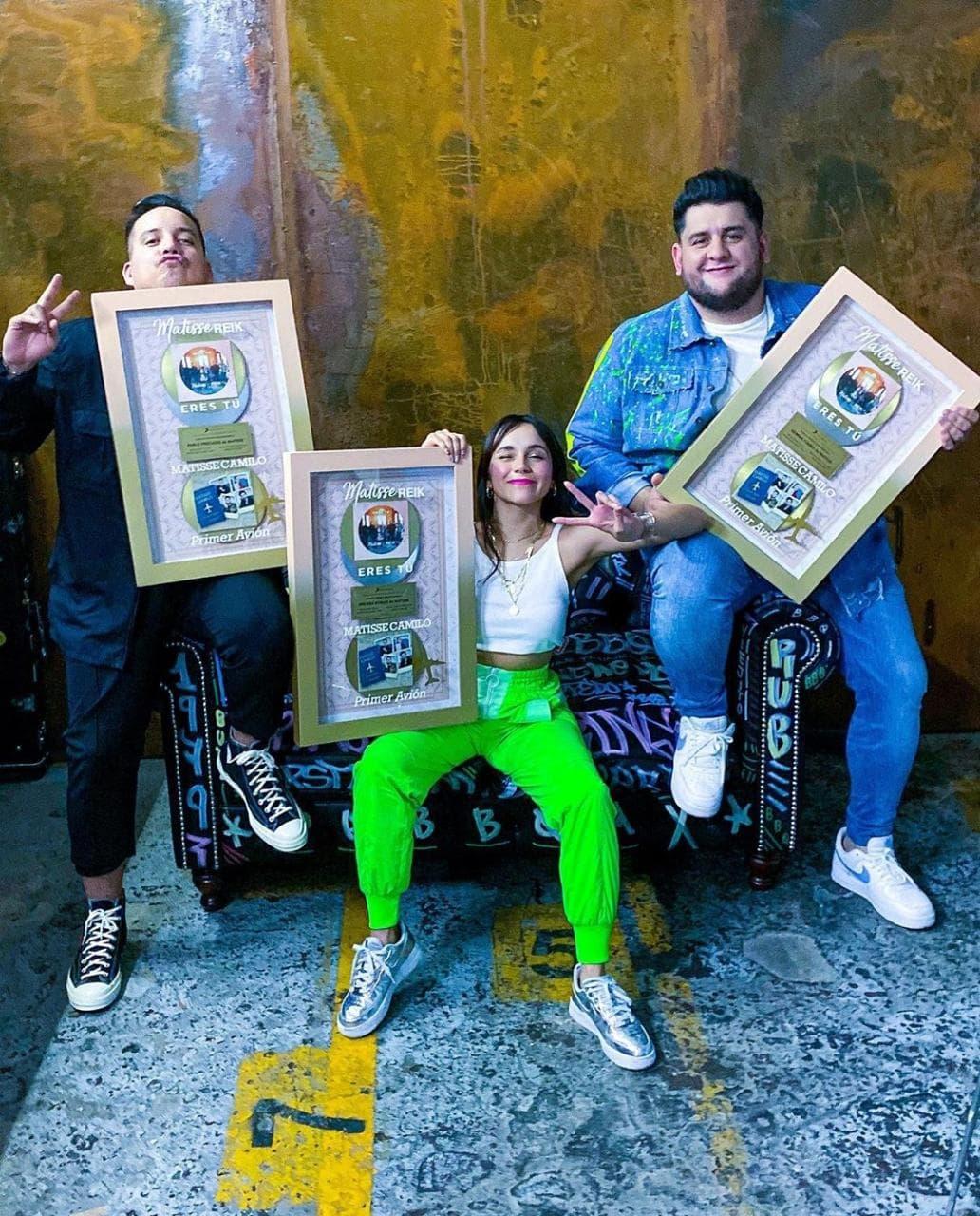 Certificación Platino + Oro y Disco Oro.