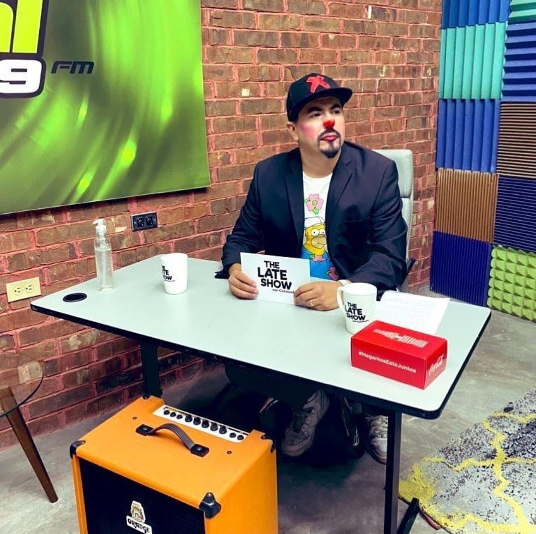 """En """"The Late Show con Cocolocho"""" MC DAVO recuerda sus inicios como rapero"""