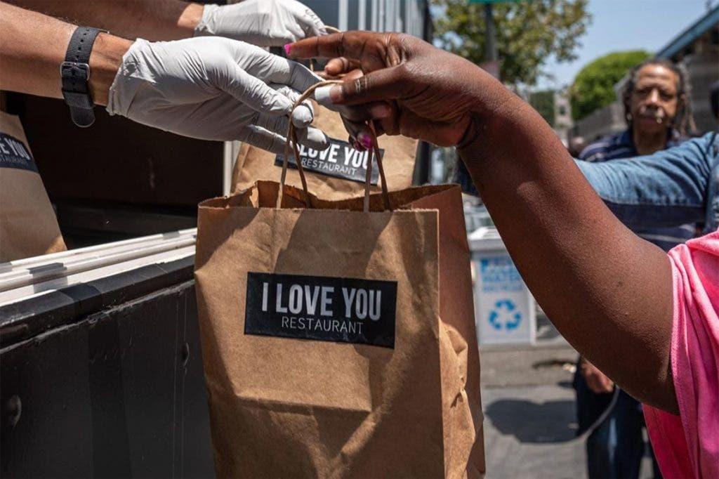 """""""I love you"""" ha ayudado a muchas personas en situación de calle en Los Ángeles"""