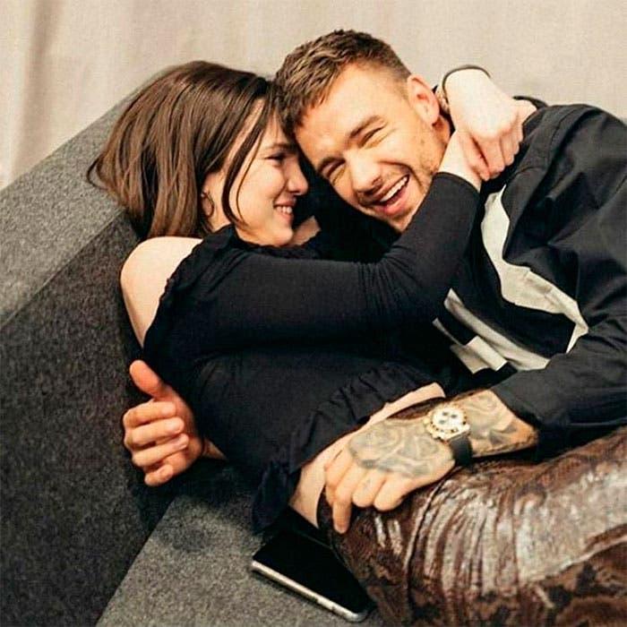 Liam y Maya al inicio de su relación.